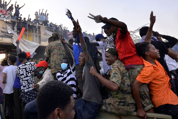 Sudan Security forces crack down on surging anti-Bashir protests.jpg