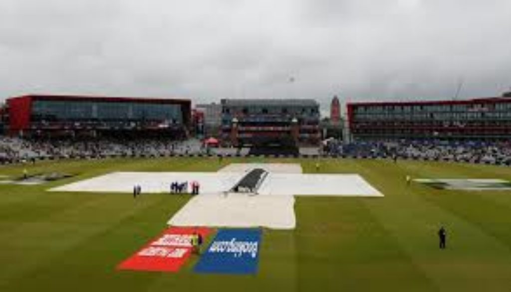 India-and-New-Zealand-will-resume-their-World-Cup-semi-final-on-Wednesday-after-a-rain-affected-day-at-Old-Trafford..jpg