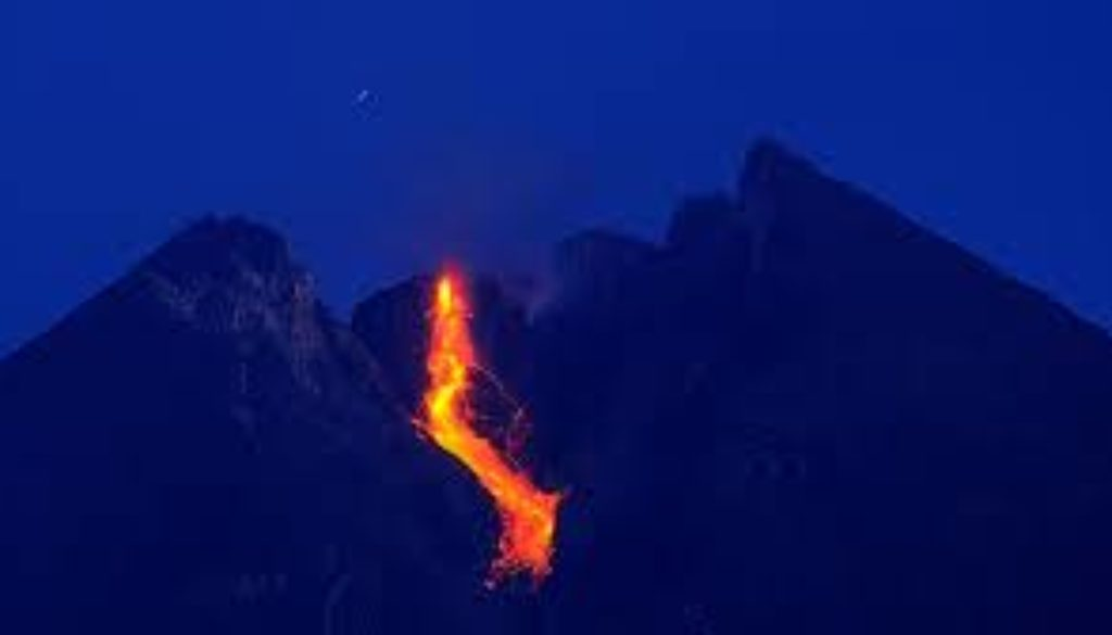 There-has-been-a-warning-of-increased-volcanic-activity-around-Indonesias-Mount-Merapi-the-countrys-most-active-volcano..jpg