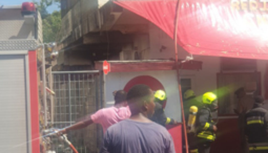 Swift-action-by-the-St.-Kitts-and-Nevis-Fire-and-Rescue-Services-led-to-the-speedy-containment-of-a-fire-in-the-popular-Redi-Fried-Chicken-restaurant.jpg