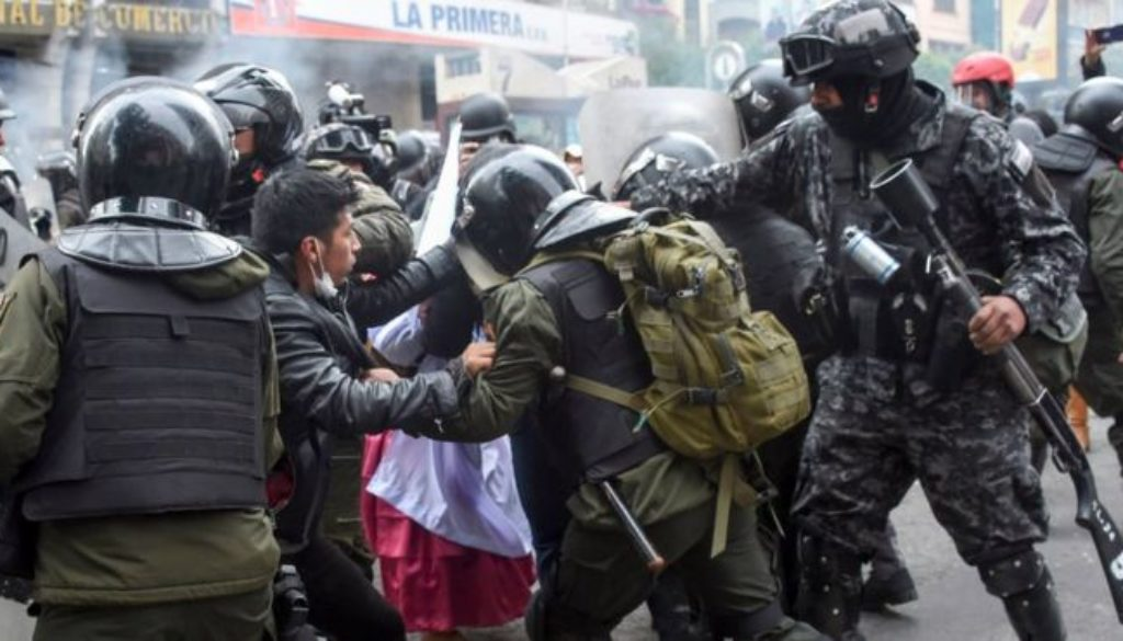 Clashes-have-again-broken-out-in-Bolivia-as-supporters-of-former-President-Evo-Morales-oppose-the-rule-of-the-new-interim-leader..jpg