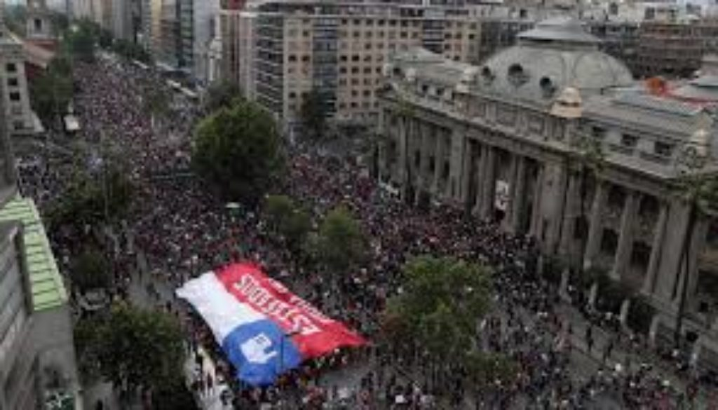Thousands-march-in-Chile-protest-after-summit-cancellations.jpg