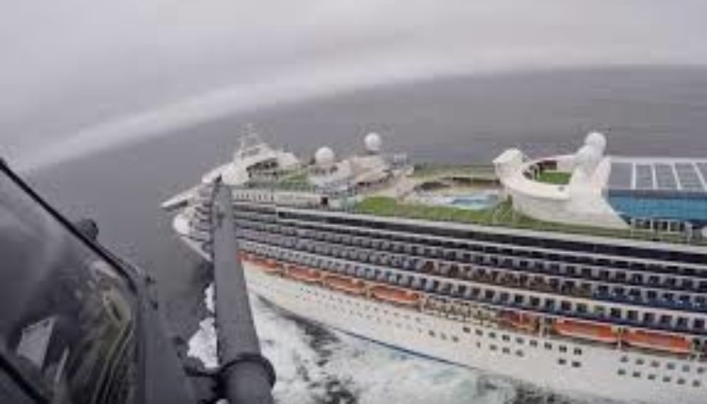 Gov't-decision-to-provide-safe-harbour-for-cruise-ships-could-pay-off.jpg